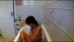 Stepmom shaving her pussy in bath