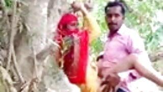 Desi lover has hard sex in park