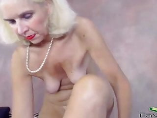 Skillful Mature Woman Stretches Old Pussy With A Huge Toy XhDEaz