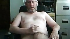 Silver bearded daddy bear on cam