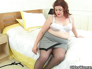 Rip that tight pussy open British milf vintage fox rips open her nylon tights