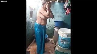 indian desi village mature aunty bathing video, aunty bath