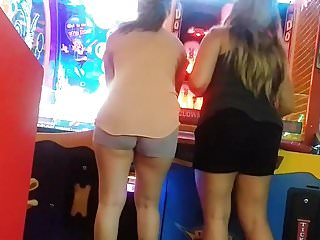 Peachyforum ass shake video - Candid latina in shorts making that ass shake. slo-mo