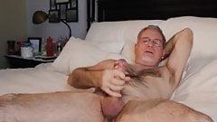 HOT SEXY BEAR WANK HIS HARDONE