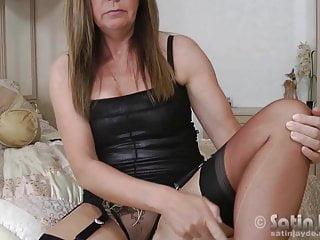 Sexy jayde Milf jayde in nylon stockings toying