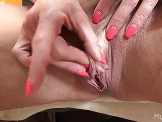 Female bodybuilder porn fister - Female bodybuilder porn star masturbates her huge clit