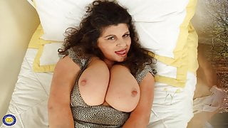 MILF Big Tits - Animated Gallery Pictures
