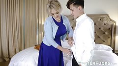 Mesmerizing Dee Williams adores fauxcest with her stepson