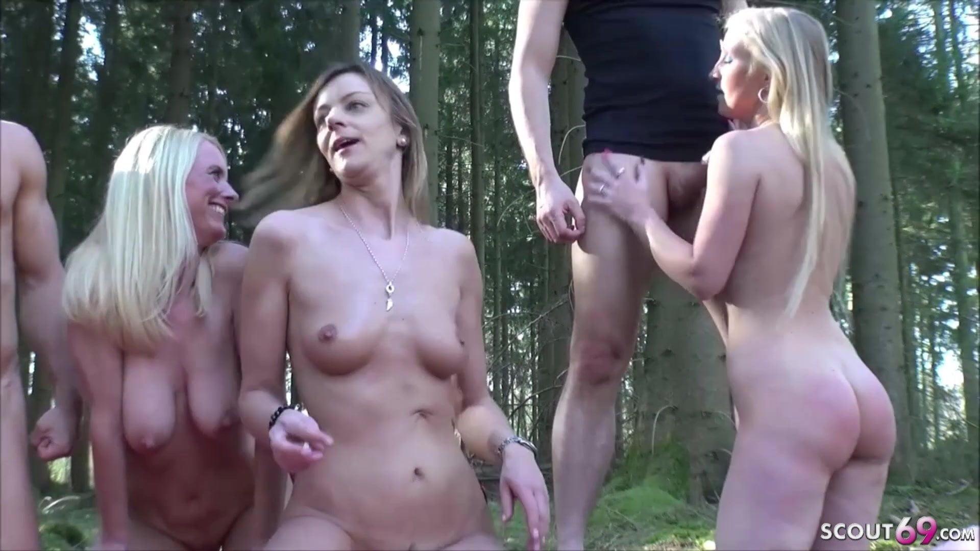Outdoor Gruppensex mit Dirty Tina und ihren Freundinnen