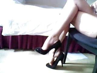 Transvestite leg show Amazin dangling leg show