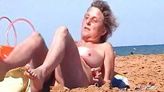 Spy Beach Mature GILF saggy Granny special wet pussy