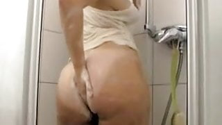 Big ass cutie in shower