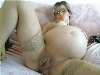 Sore breasts before labour Pregnant babe huge pussy in labour