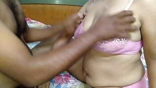 Indian girlfriend Queen Sonali has rough xxx fuck
