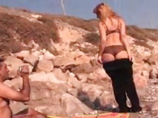 Fuck on a lazyboy - Amateur couple fuck on a rocky beach