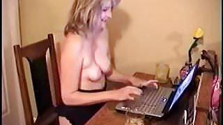 Moglie al computer