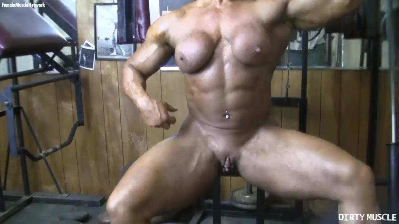 nackte muskel frauen clit