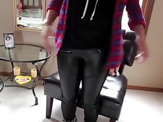 Teen brittani - Brittany in leather leggings