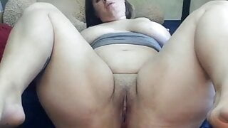 obese russian slut puts toy in her ass