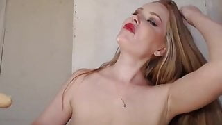 Super juicy squirting pussy of hot blonde on cam