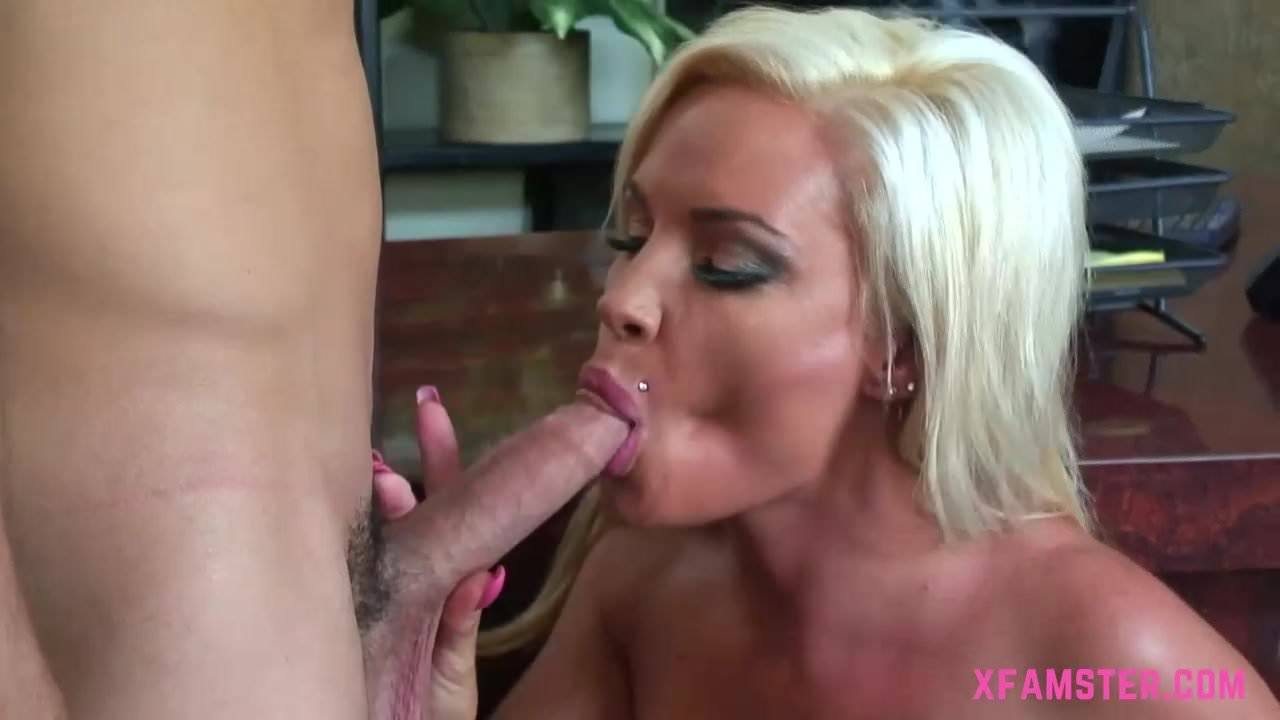 Amateur Porno Cutre young blonde bitch goes for ass fuck, anal deep and juicy