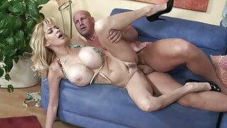 Blonde Milf mit Mega Monster Titten RETRO