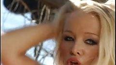 Monique Dane striptease