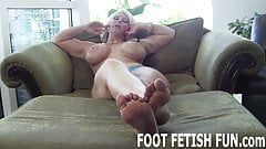I need a new slave who loves worshiping feet