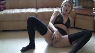 Horny skinny girl fucks herself with shoe and can