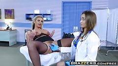 Brazzers - горячая и подлая - Dani Daniels Phoenix Marie - тройничок