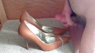 Brown Guess Heels Cum