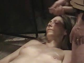 A awaiting exotic pleasure Naked milf awaits cumload dislike