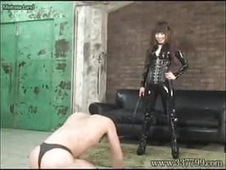 Violent asian sex - Japanese femdom whips violently against a slave