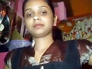 Biggist boob in Indian aunty flashing big boob in room