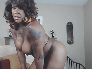 Teen muscle worship Joi mistress likes when men obey and worship her muscles