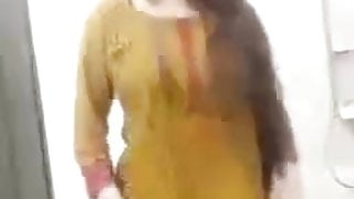 Pakistani Girl's Full sexy dance – Mujra