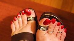 HALLOWEEN RED TOENAILS