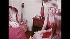 3人の退屈ミシガン女性がレズビアンセックスを発明した方法(1972年5月)