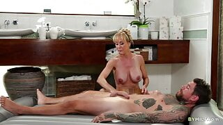 Brandi Love Gives Extra Massage For The Client