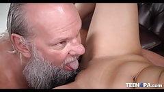 Очень сексуальная девушка для старика