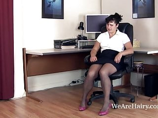Leon nude valerie Hairy valerie plays with her hairy pussy at her desk