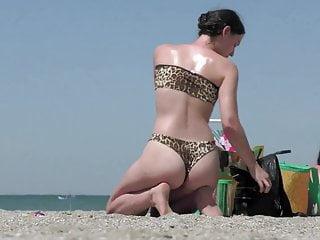Vintage joliet print Candid beach voyeur video bikini girl in leopard print