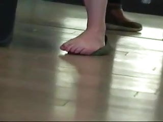 Orlando airport naked camera - Candid nerdy woman feet soles wiggling toes at airport
