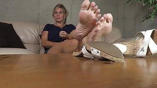 Jerk off to my mature feet