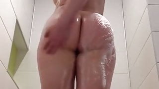 Big ass white girl in shower