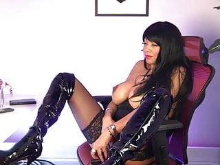 Ebony goddess playing with her pussy Webcam ebony goddess full play