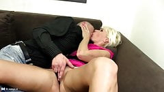 Amateur mature mom suck and fuck young hard cocks