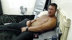 Str8 daddy play on cam