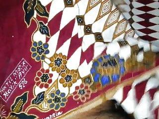 Antique vintage textile auction uk - Cum on auntys lungi textil motif batik ayu 526