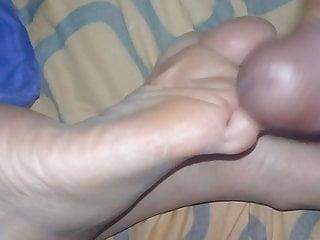 Mujes madurs porno gratis Corrida en los pies de mi muje